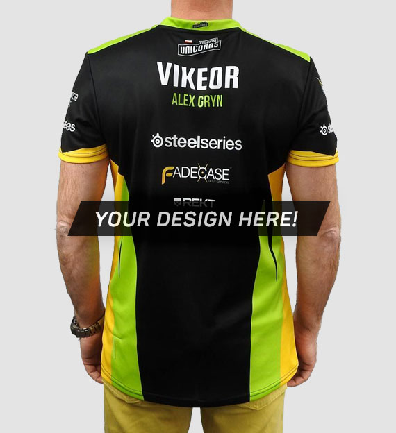 Player in customized, 100% personalized E-Sport jersey from Jersey Clinic
